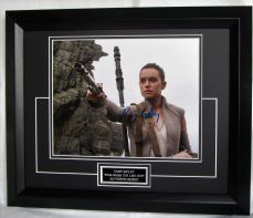 "DAISY RIDLEY SIGNED ""STAR WARS THE LAST JEDI""  NICE FULL SIGNATURE"